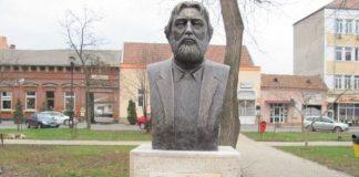 Foto: bustul lui Adrian Paunescu, la Alba Iulia