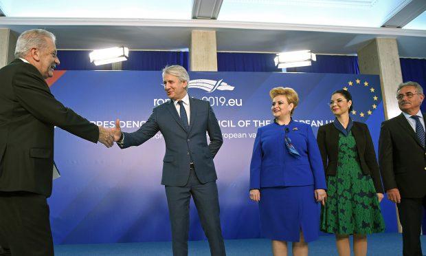 Oficialii europeni