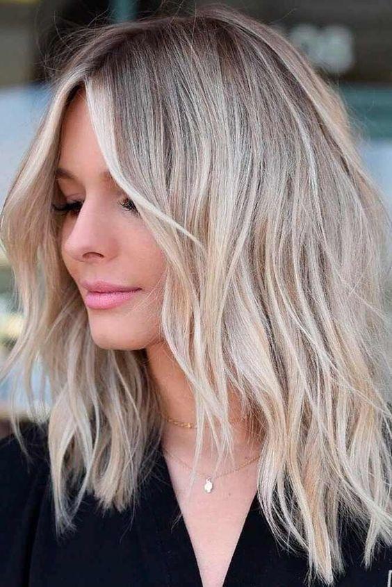 Tunsori Pentru Păr Mediu în 2019 Păr Blond Tunsoare în Scări Ușor